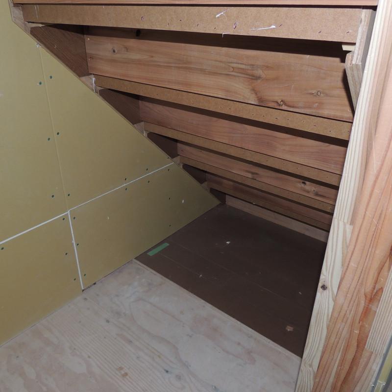 階段下収納3