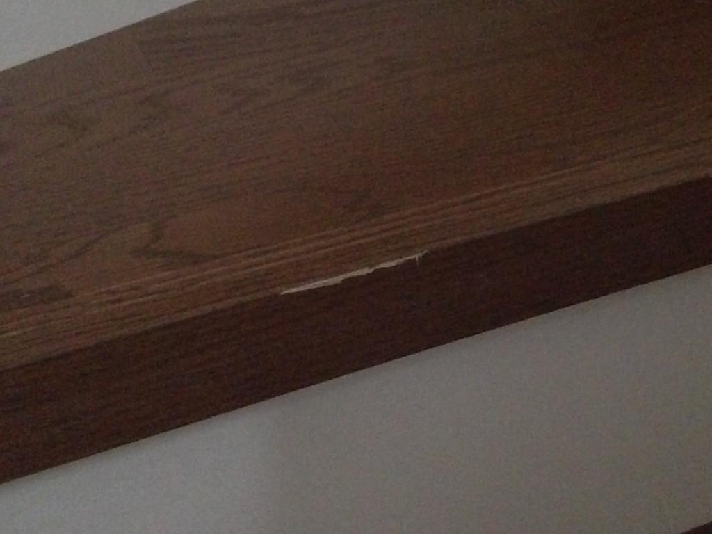 階段の傷 (1)